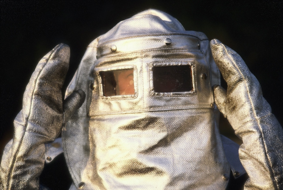 André Bucher en tenue de protection sur l'Etna,1976