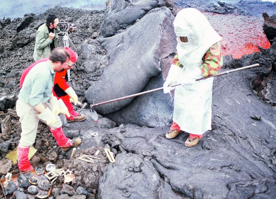 André Bucher sur l'Etna avec toute l'équipe de son expédition, 1976